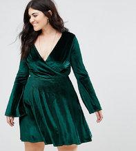 Club L | Бархатное платье с запахом и расклешенными рукавами Club L Plus | Clouty