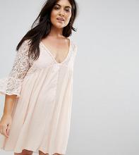 Club L | Платье с расклешенными рукавами и кружевной отделкой Club L Plus | Clouty